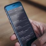 iOS 11で次こそくるか、iPhoneの「ダークモード」