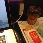 Wi-Fiあり、電源あり、コーラ100円、ポケモンGOでマクドナルドは大混雑?